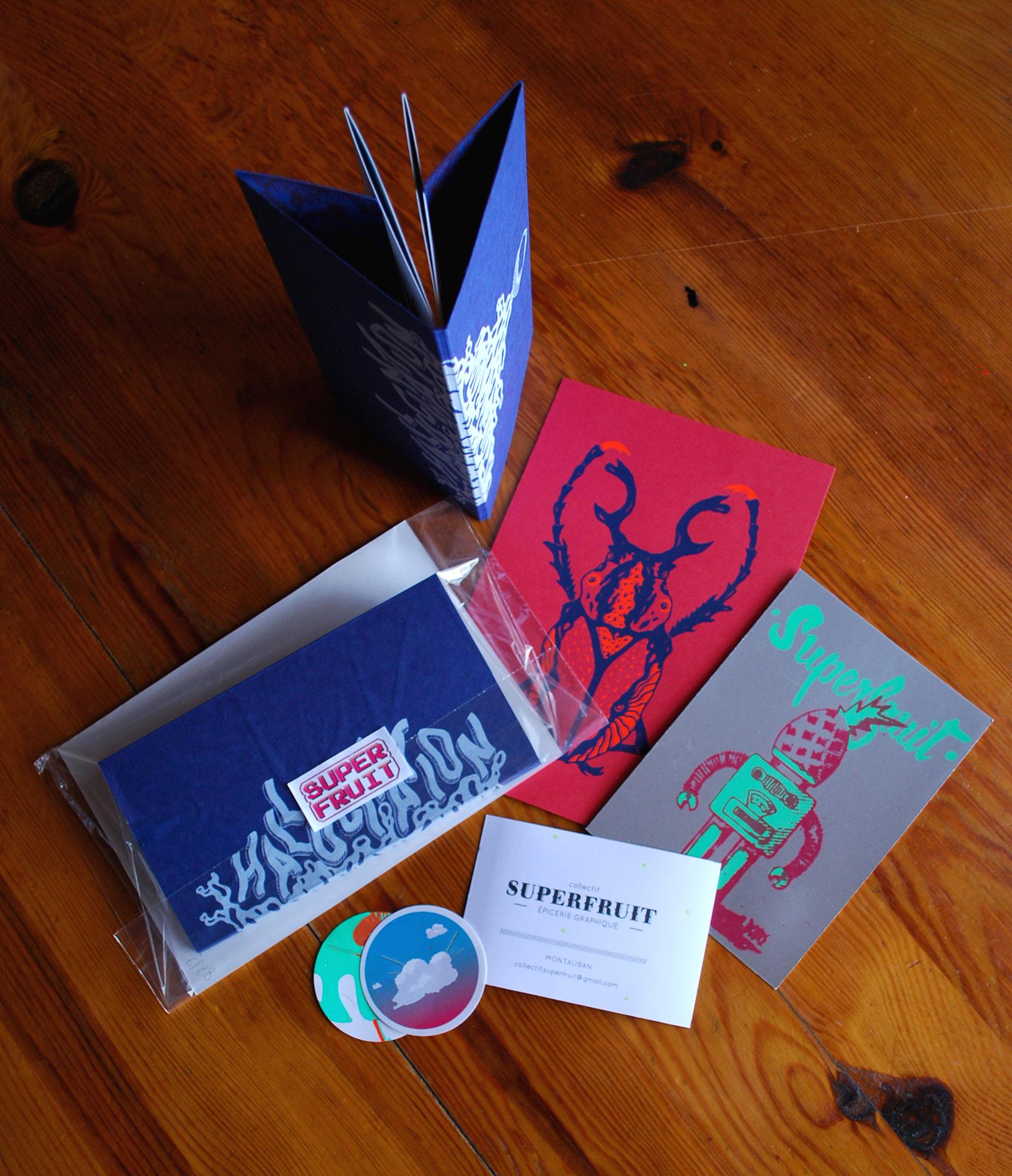Pack d'objets sérigraphiés (carte, stickers, leporello) par Superfruit pour le Kraft festival à Nantes.