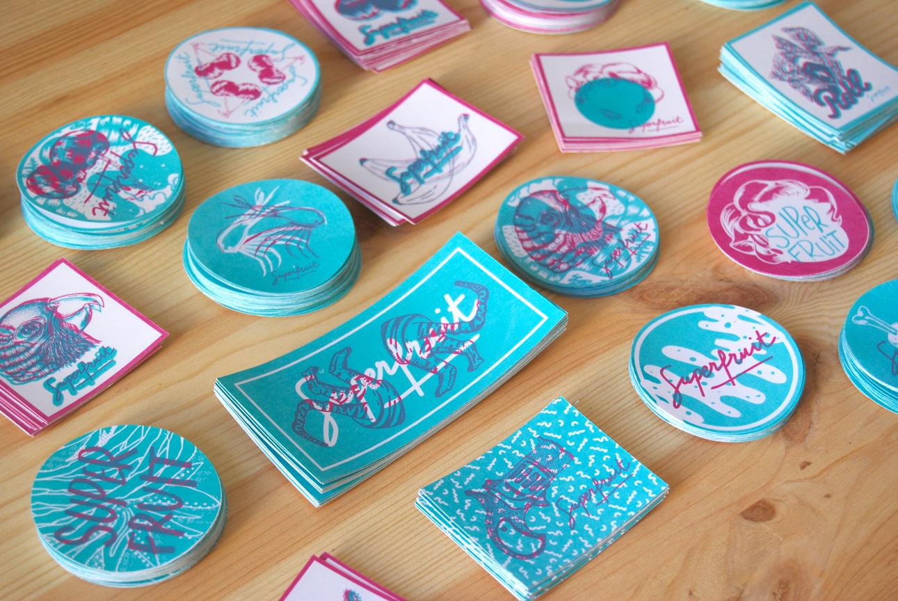 Tous les stickers créés pour le voeux 2016 par Superfruit en sérigraphie artisanale. Motifs divers : crevettes, cerises, perroquet, feuilles, jungle, tête de femme, coiffure, pistolet.