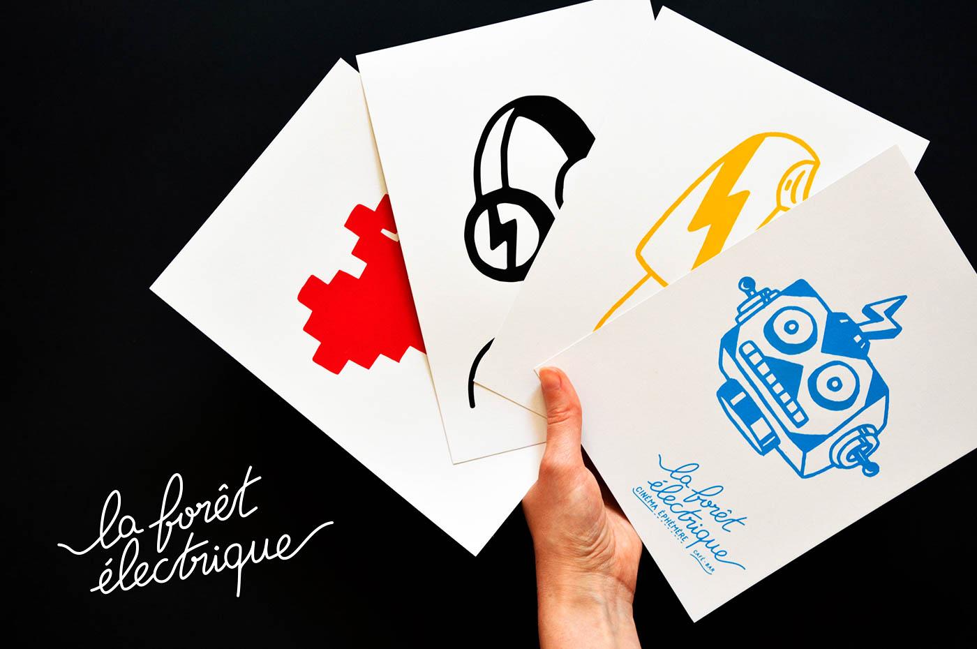 Photo des cartes A5 imprimées en sérigraphie par Superfruit pour la Foret Electrique. Quatre visuels différents : coeur, glace, casque audio et robot disponibles dans quatre couleurs.