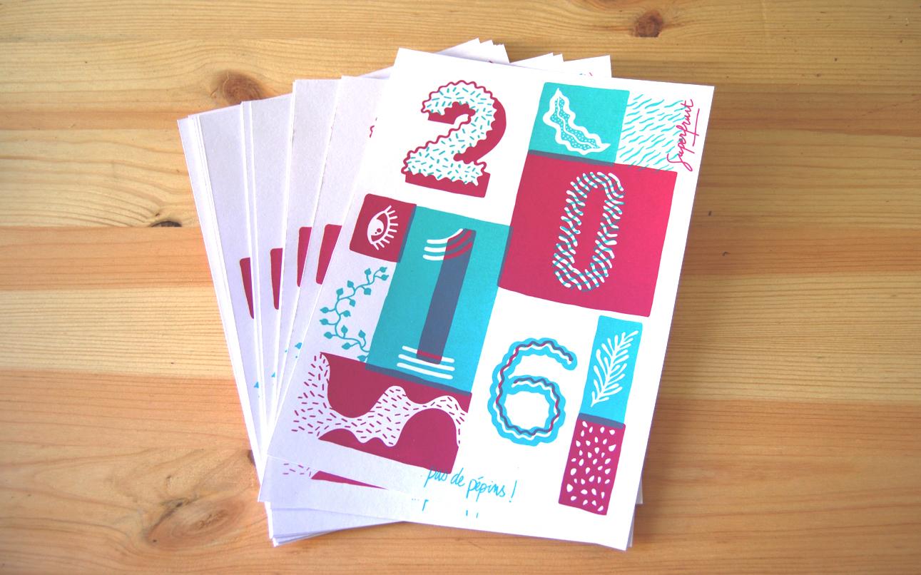 Tas de cartes de voeux 2016 bleu et rose en sérigraphie artisanale par Superfruit. Illustration composée de motifs végétaux et de typographie.