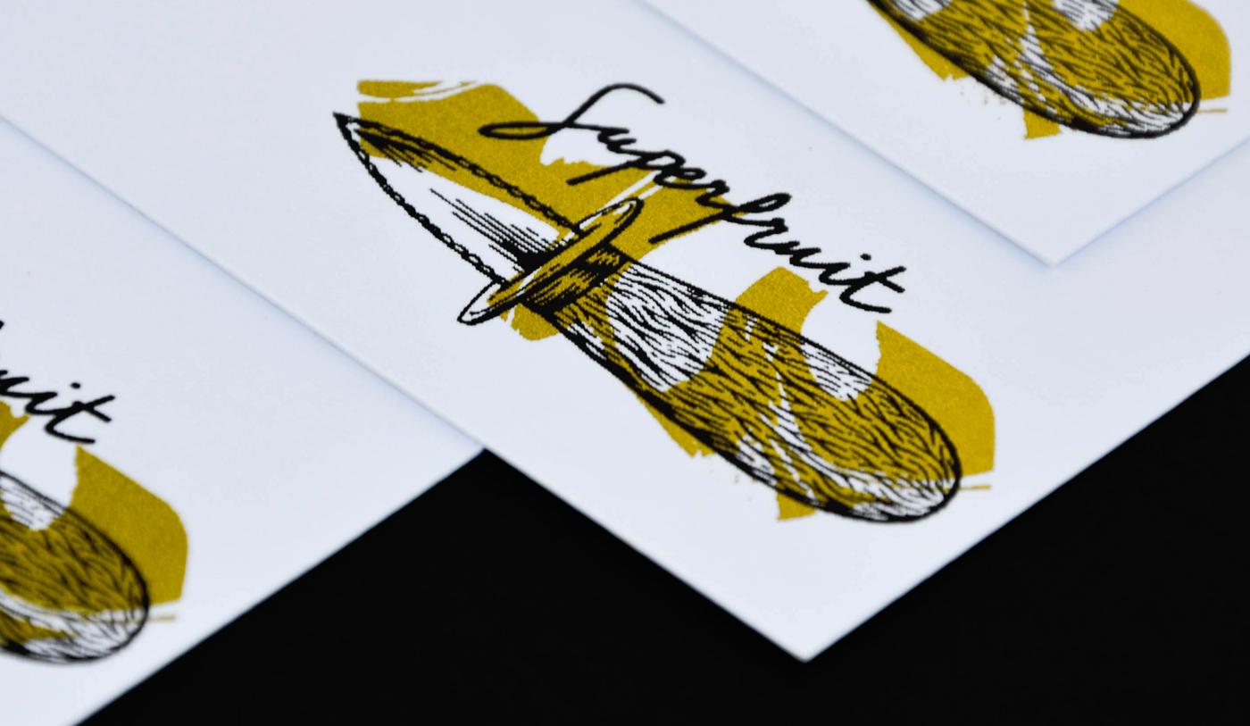 Photo détail des versos des cartes de voeux 2018 imprimées en sérigraphie par Superfruit. Couteau à huitres et marbrures dorées