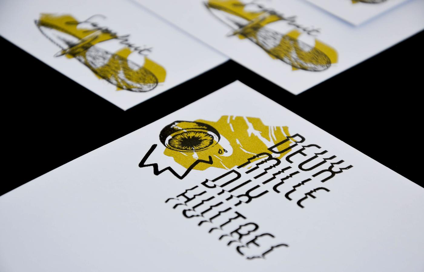 Photo détail des versos des cartes de voeux 2018 imprimées en sérigraphie par Superfruit. Couteau à huitres, citron et marbrures dorées