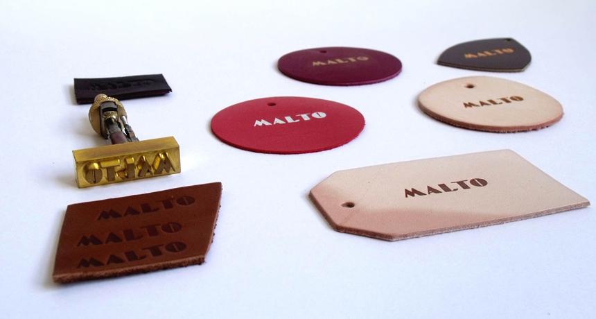 Photo du blog, fer à marquer Malto et essais de marquage sur cuir. Identité visuelle de Malto réalisée par Superfruit