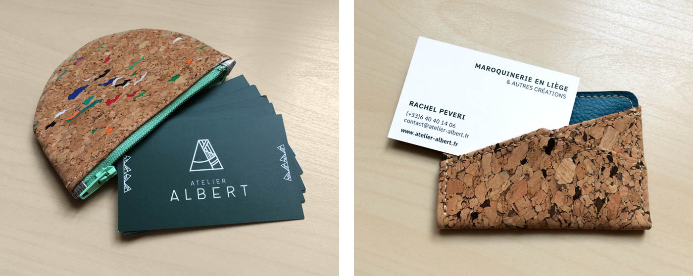 Cartes de visite Atelier Albert insérées dans des portefeuilles en liège