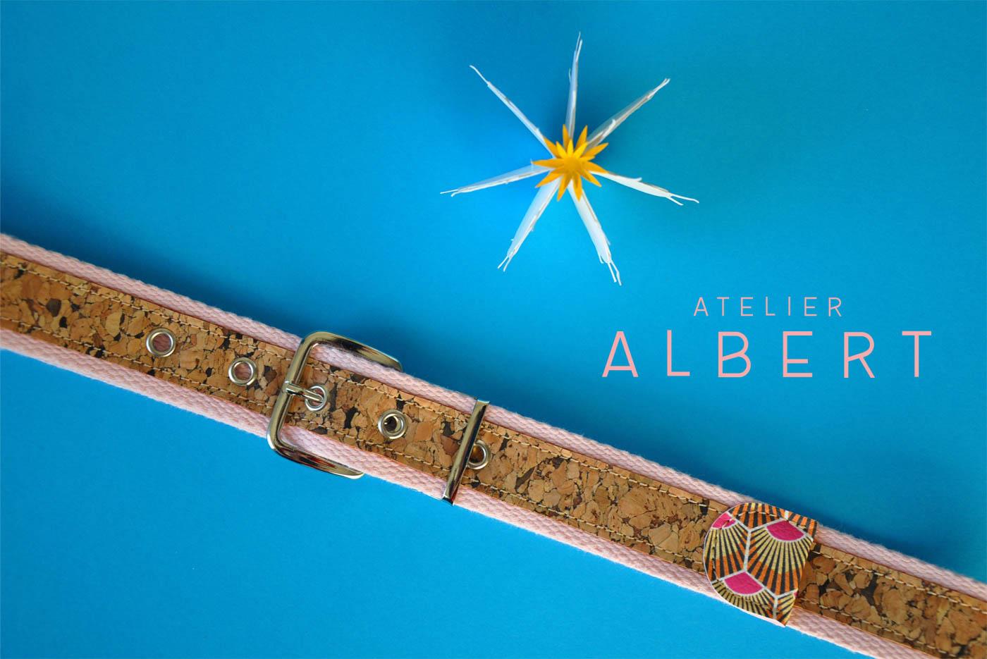 Ceinture en liège de l'Atelier Albert sur fond bleu clair