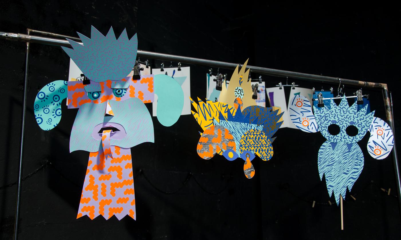 """Détail de 3 masques crées pendant l'atelier """"Mascarade"""" de Superfruit lors du Festival Figuré.e : totem, langue, oeil, larme, feu, orange, bleu"""